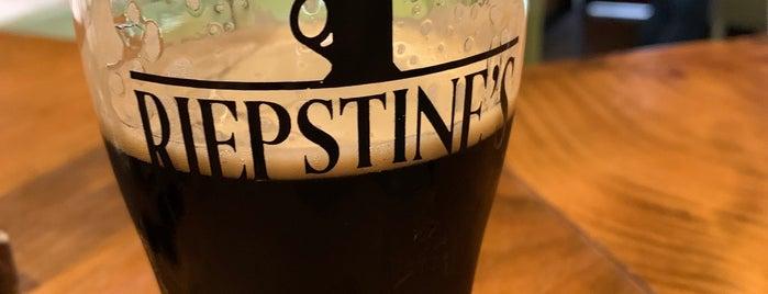 Riepstine's Pub is one of Locais curtidos por Kim.