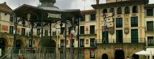 Plaza de los Fueros is one of Locais salvos de Jordi.
