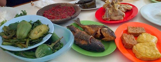 RM Ibu Haji Cijantung Purwakarta dh Ciganea is one of Kuliner Bandung.