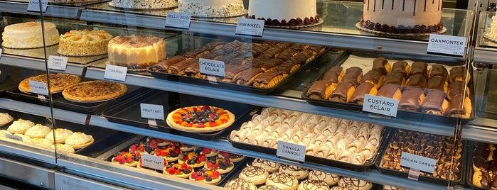 Oakmont Bakery is one of Lieux qui ont plu à Emily.