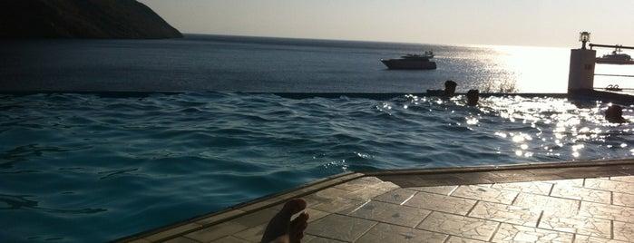 Delfini Hotel is one of Grécia.
