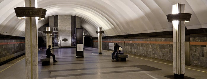 metro Ladozhskaya is one of Леночка 님이 좋아한 장소.