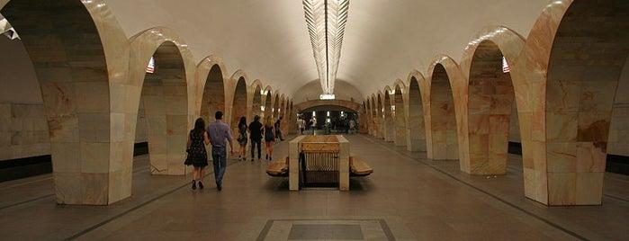 metro Kuznetsky Most is one of Orte, die Tani gefallen.