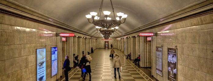 metro Vladimirskaya is one of Tempat yang Disukai иона.
