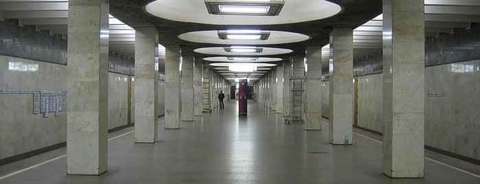 metro Orekhovo is one of สถานที่ที่ Vladimir ถูกใจ.