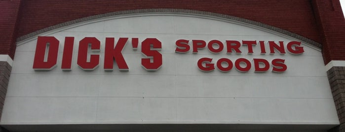 DICK'S Sporting Goods is one of Tempat yang Disukai h.