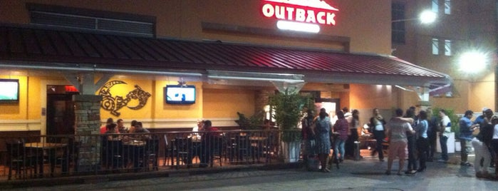 Outback Steakhouse is one of Tempat yang Disukai Bruno.