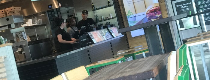 Shake Shack is one of Alejandroさんのお気に入りスポット.