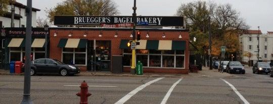 Bruegger's is one of สถานที่ที่ Alan ถูกใจ.