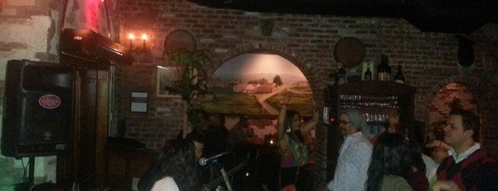 Manolos TAPAS Bar is one of Lugares guardados de Viviana.