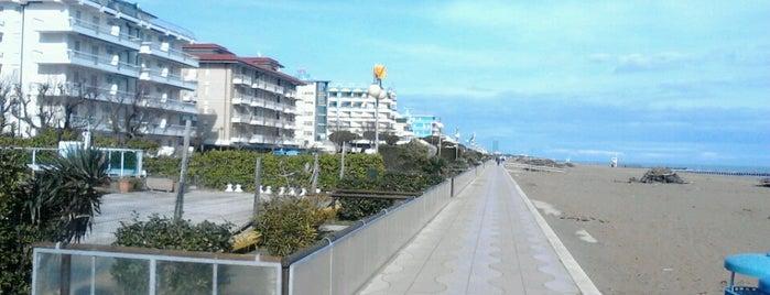 Lungomare Lollobrigida is one of สถานที่ที่ Chiaretta ถูกใจ.