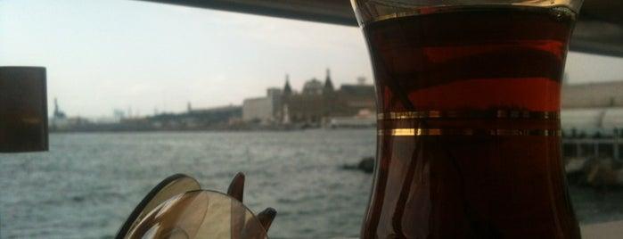 Hayal Cafe is one of Tempat yang Disukai Mehmet Emirza.