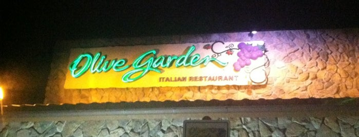 Olive Garden is one of Tempat yang Disimpan Matthew.