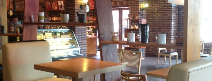 Parisien cafe is one of Laos.