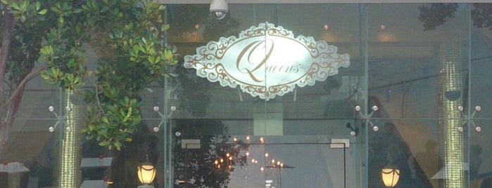 Queens Dessert Cafe & Bistro is one of Locais curtidos por Liping.