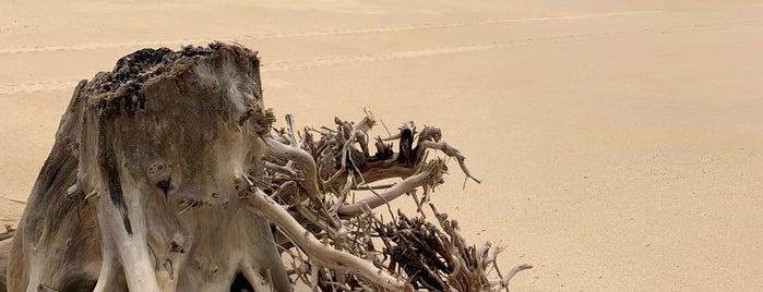 Praia Mogiquiçaba is one of Tempat yang Disukai Helem.