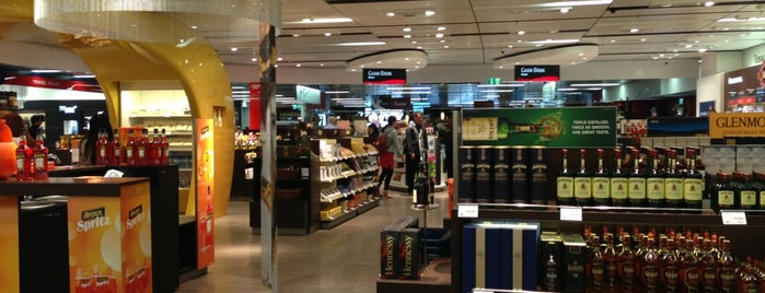 Heinemann Duty Free is one of Lugares favoritos de Zeki.