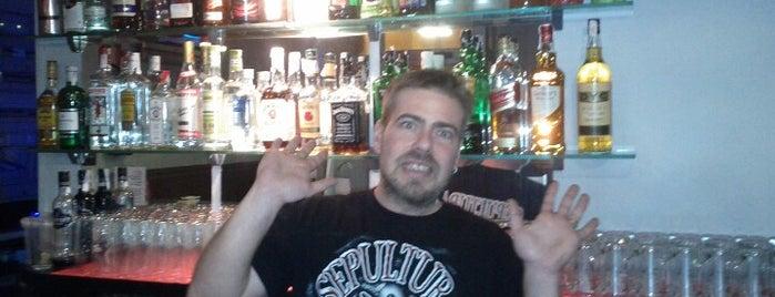 Moonshine Rock Bar is one of [Por Explorar] ocio nocturno.
