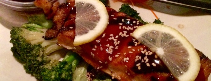50-fifty Asian Fusion Cuisine is one of Jonさんのお気に入りスポット.