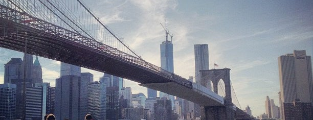 Under The Brooklyn Bridge is one of Tempat yang Disukai Carolina.