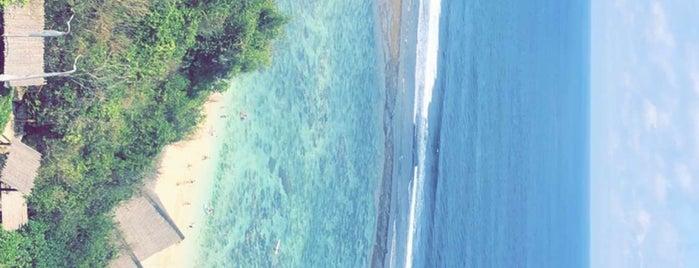 Sunday's Beach Club is one of Tempat yang Disukai Martina.