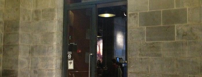 Starbucks is one of Posti salvati di Jo.