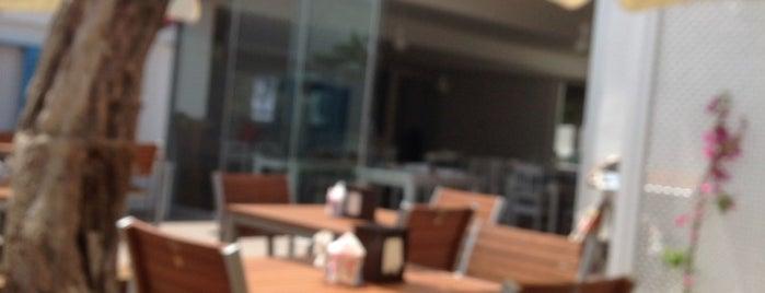 Elia Beach&Restaurant is one of Mesut'un Kaydettiği Mekanlar.