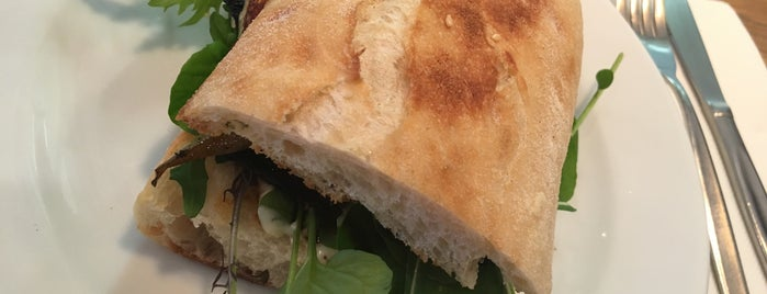 Neo Cafe & Eatery is one of Nikhita'nın Beğendiği Mekanlar.