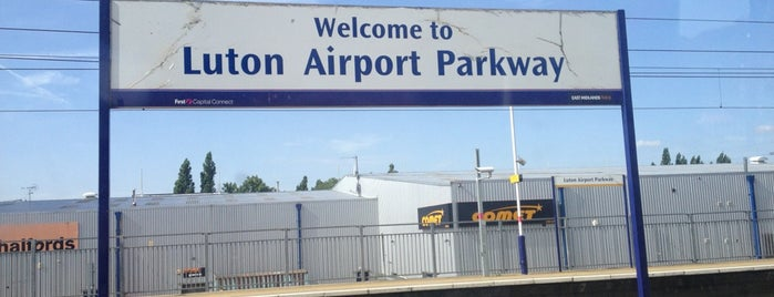 Luton Airport Parkway Railway Station (LTN) is one of Lieux qui ont plu à Barry.