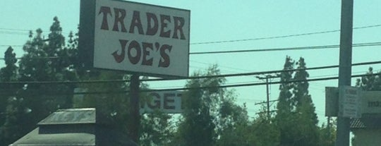 Trader Joe's is one of Locais curtidos por Özge.