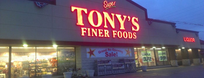 Tony's Finer Foods is one of Lugares favoritos de Selena.