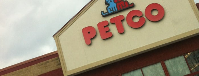 Petco is one of Nicholasさんのお気に入りスポット.