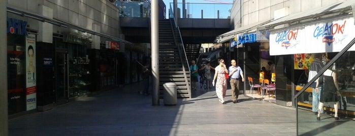 Niki-de-Saint-Phalle-Promenade is one of Hannover.