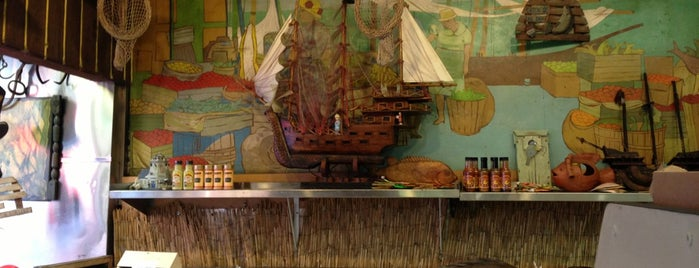 Pisacane Midtown Fish And Seafood is one of Locais salvos de Soraya.