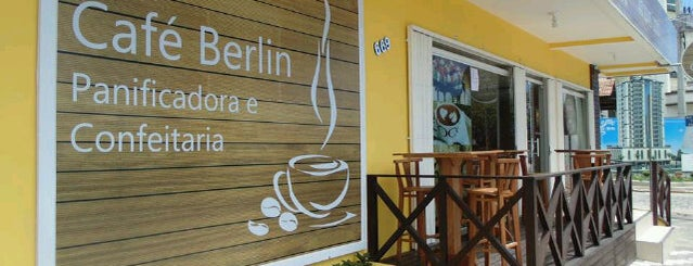 Café Berlin is one of Locais curtidos por Paty.