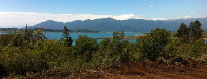 Lago Colbun is one of Orte, die Oscar gefallen.