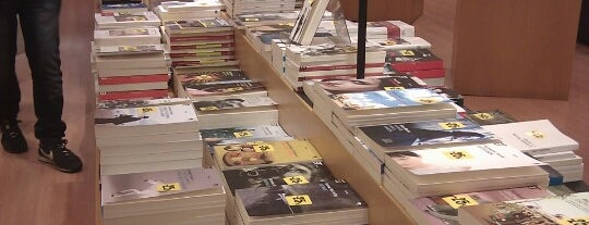 La Feltrinelli Libri e Musica is one of Manuelaさんのお気に入りスポット.