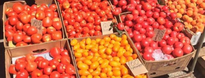 Юхновский Рынок is one of Lugares favoritos de Vasiliy.