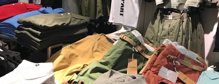Pull & Bear is one of Posti che sono piaciuti a Edje.
