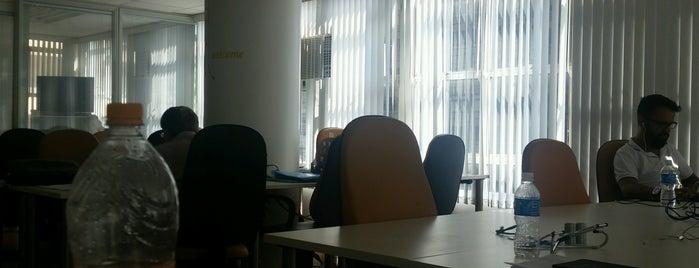 Link2U Coworking is one of Espaços de coworking.