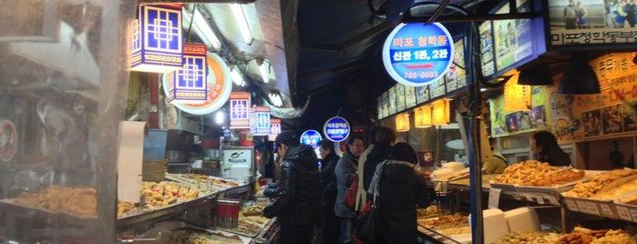 공덕시장 (Gongdeok Market) is one of Seúl.