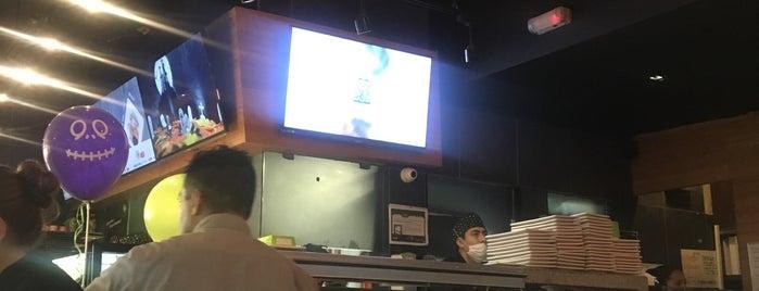 Sushi Roll is one of Posti che sono piaciuti a Adolfo.