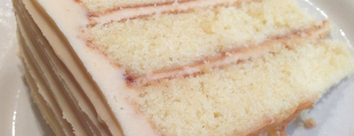 Danielle's Desserts is one of Lugares favoritos de Omar.