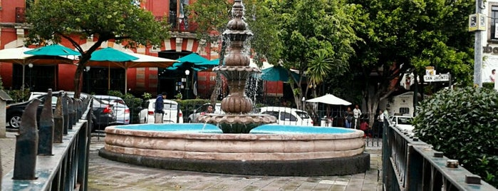 Plaza San Jacinto is one of Locais curtidos por Mayte.