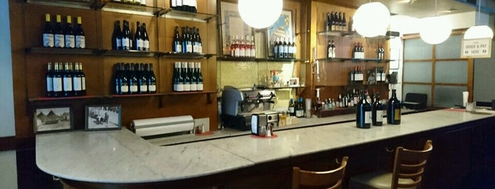 Nic & Dora's Italian Sandwich Shop is one of Locais curtidos por Daniel.