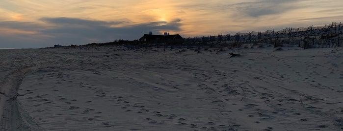Meadow Beach is one of Tempat yang Disukai Nam.