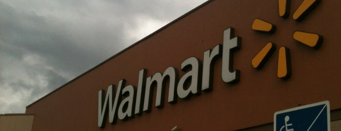 Walmart is one of Locais curtidos por Gabii.