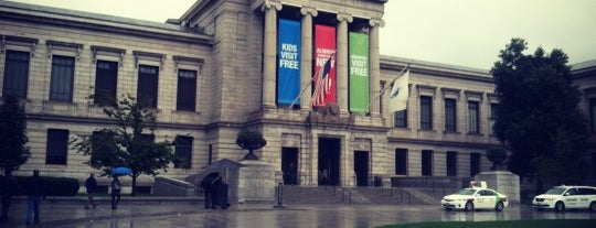 Museum of Fine Arts is one of Tempat yang Disukai Emily.