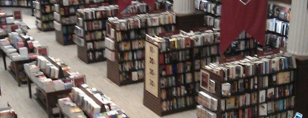 Harvard Coop Society Bookstore is one of Orte, die İkra gefallen.
