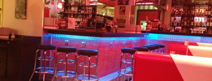 BM Cafe is one of Locais curtidos por Roman.